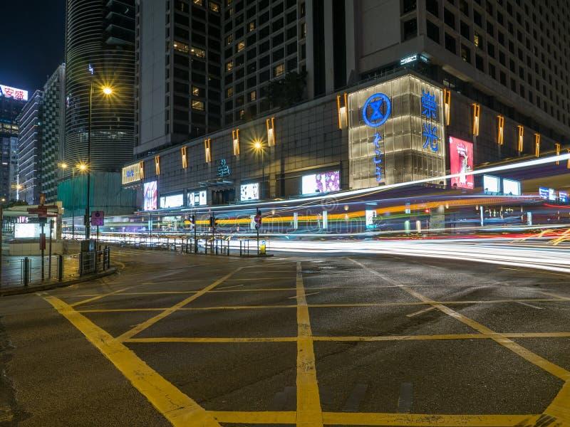 Een lange die blootstelling van de Road van Salisbury kruising met Nathan Road in Hong Kong wordt geschoten stock foto's