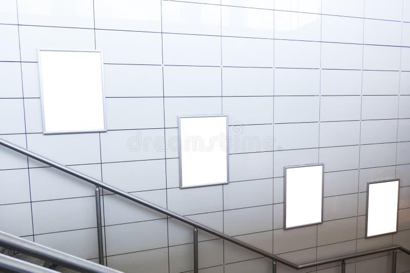 Een leeg aangestoken uithangbord binnen een hoge snelheidstrein, met ruimte voor tekst royalty-vrije stock fotografie