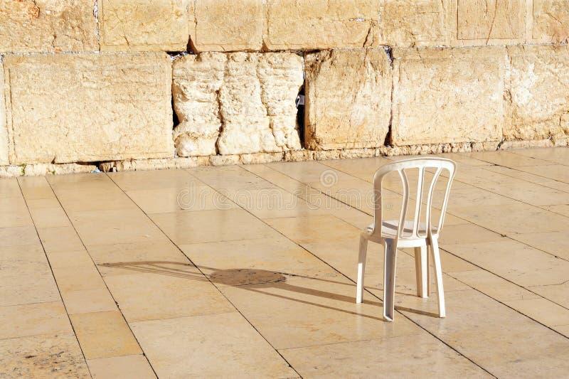 Een lege stoel bij de Westelijke Muur Jeruzalem royalty-vrije stock afbeelding