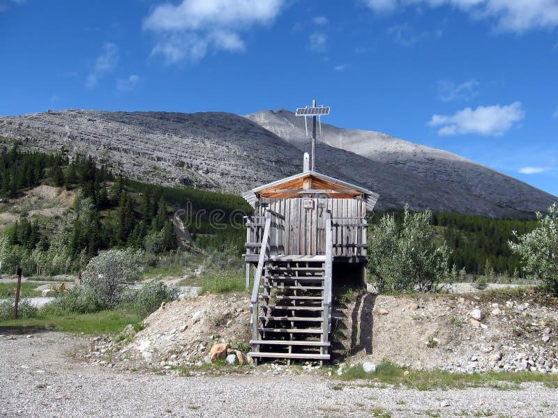 Een leuk klein bijgebouw in de Rotsachtige Bergen. stock foto