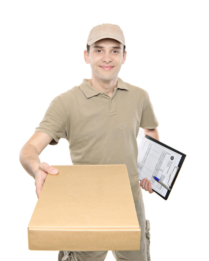 Een leveringsmens die een pakket brengt stock afbeelding