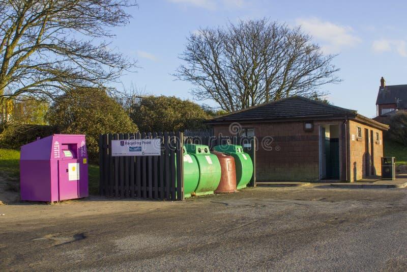 Een lokaal van de raadsglas en kleding recyclingspunt in de Provincie van Bangor onderaan Noord-Ierland royalty-vrije stock afbeeldingen