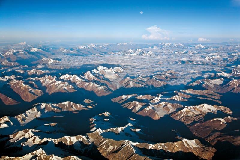 Een luchtmening van sneeuw ladden Westelijk Himalayagebergte, ladakh-India royalty-vrije stock fotografie