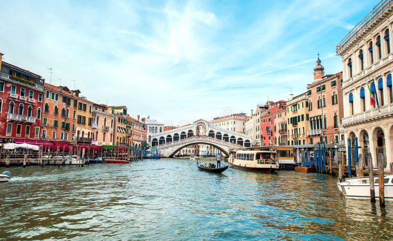 Een magisch landschap met gondel op Grand Canal op een zonnige dag in Venetië, Italië, Europa Romantische reis, wittebroodsweken  stock afbeelding