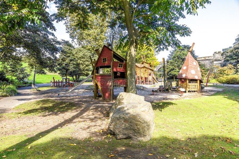 Een magische speelplaats met dia's en grote sandpit in Duthie-park, Aberdeen royalty-vrije stock afbeeldingen