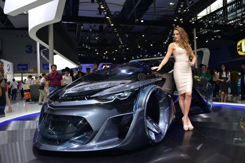 Een Mannequin op het conceptenauto van Chevrolet FNR stock fotografie