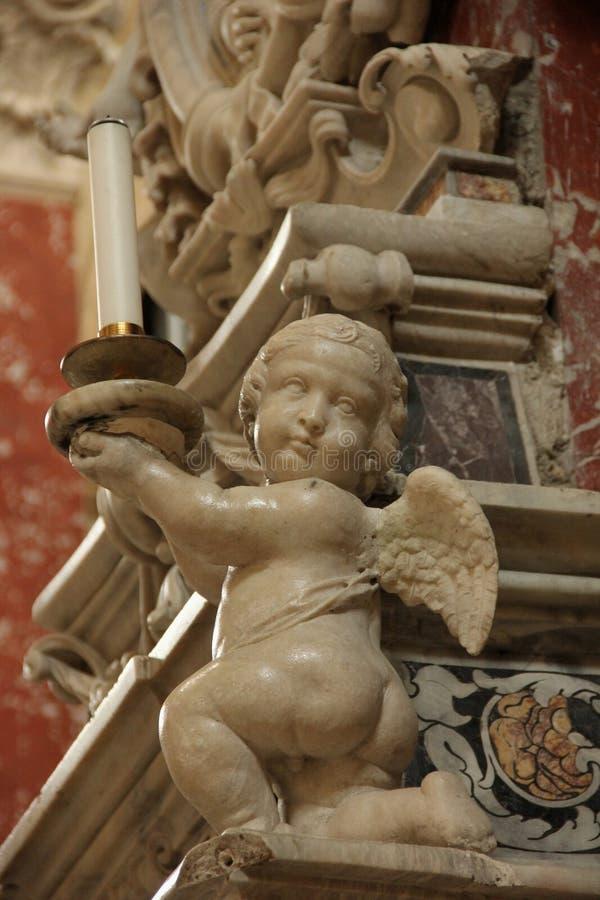 Een marmeren standbeeld van een Engel stock afbeeldingen