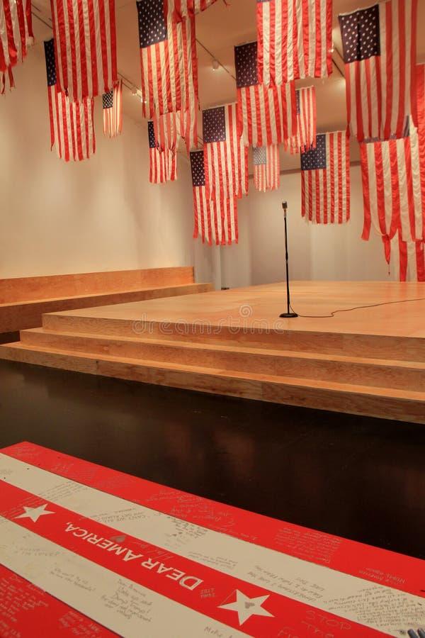 Een Meer perfect Unie tentoongesteld voorwerp van de Vlaguitwisseling, Tang Museum, Saratoga springt, New York, 2016 op stock fotografie