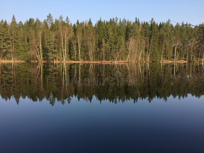 Een meer in Zweden, Håcksvik, Västra Götaland stock afbeeldingen