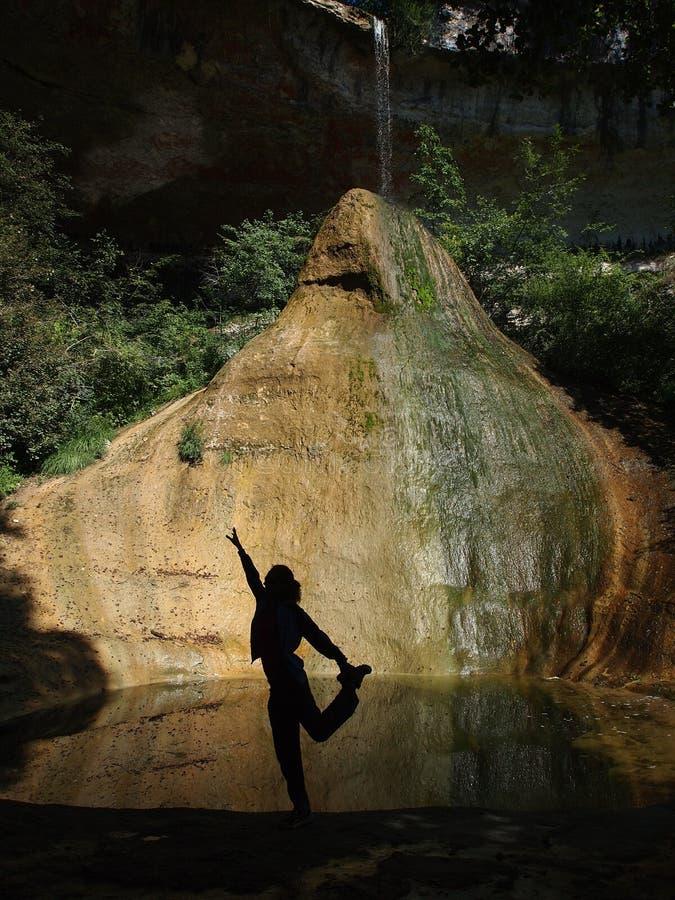 Een meisje dat meditatie maakt stock fotografie