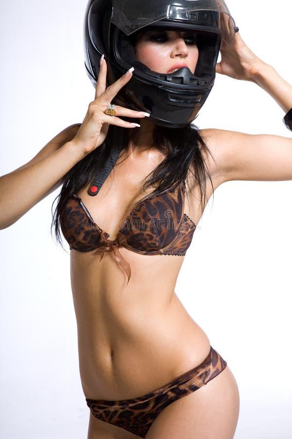 Een meisje in een helm stock afbeelding