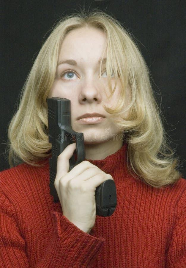 Een meisje met het pistool royalty-vrije stock afbeelding