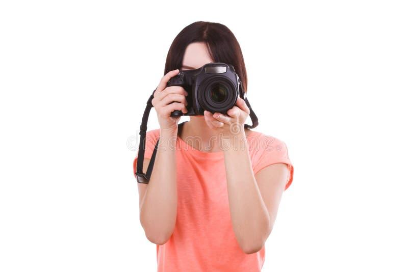 Een meisje onderzoekt de camera op een witte achtergrond Front View stock fotografie