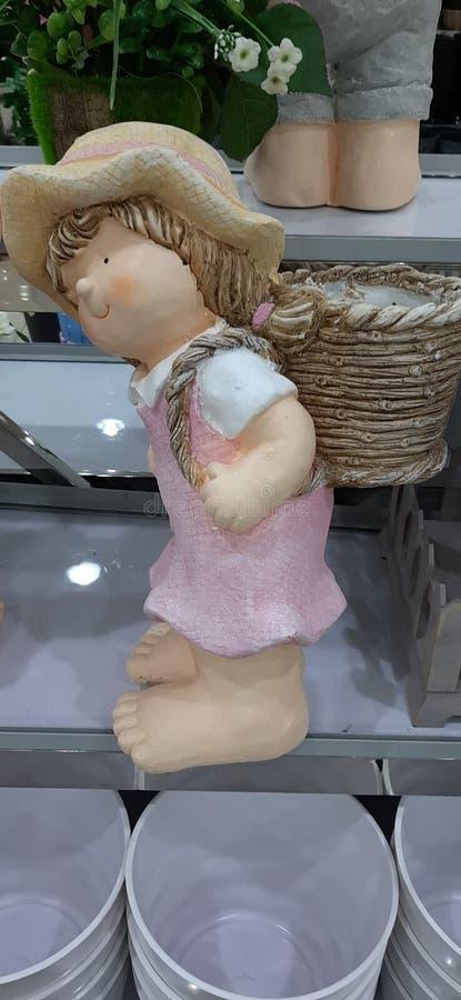 Een meisje van gips wordt gemaakt dat royalty-vrije stock afbeelding
