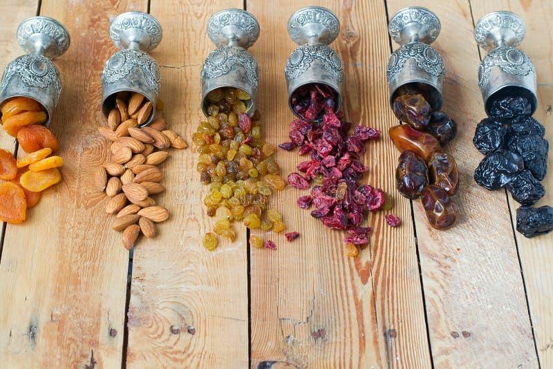 Een mengsel van droge vruchten en noten stock fotografie