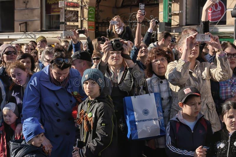 Download Een Menigte Van Toeschouwers In Victory Parade Redactionele Stock Foto - Afbeelding bestaande uit rusland, geschiedenis: 54092408