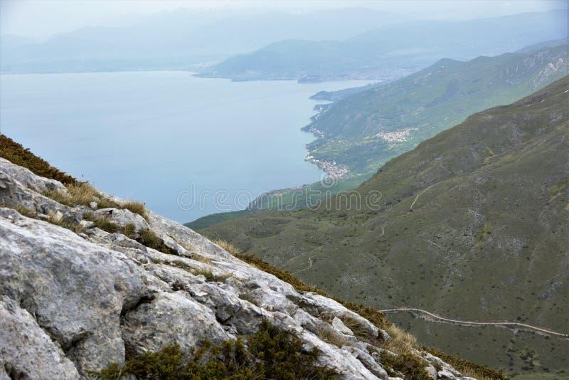 Een mening over het Meer Ohrid van Galicica-berg, Macedonië royalty-vrije stock foto's