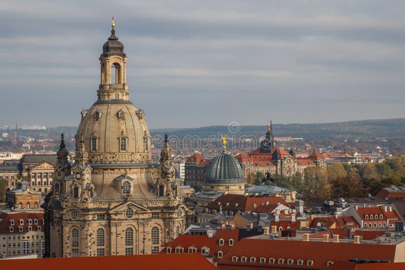 Een mening over oude stad van Dresden Frauenkirche - Onze Damekerk royalty-vrije stock foto
