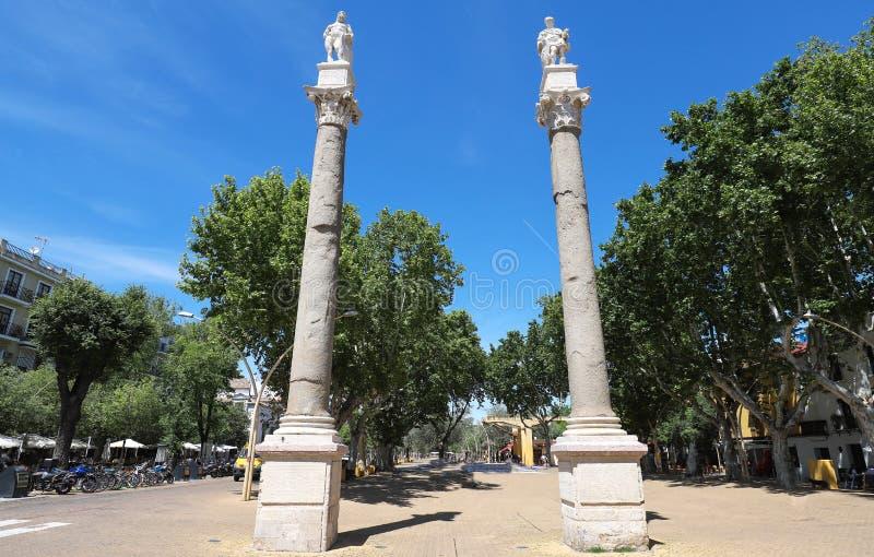 Een mening van Alameda DE Hercules kolommen, in Sevilla, Spanje stock afbeelding