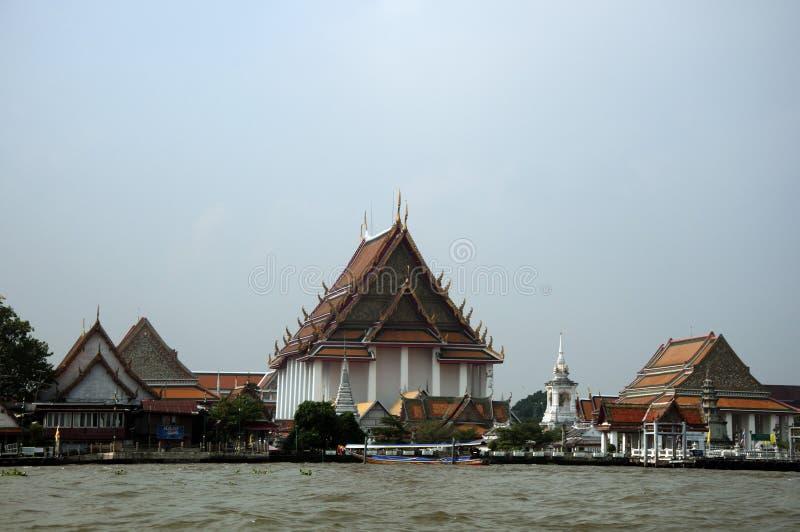 een mening van bangkog, fascinerende tempels royalty-vrije stock afbeelding