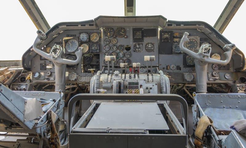 Een mening van Cockpit van oude vliegtuigcontrole royalty-vrije stock afbeelding