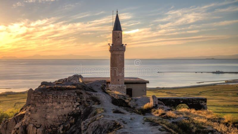 Een mening van de Bestelwagenvesting met de moskee en de minaret royalty-vrije stock afbeelding
