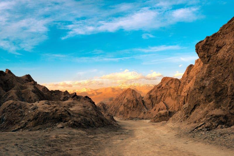 Een mening van de Doodsvallei bij de Zoute Bergketen in de Atacama-Woestijn royalty-vrije stock afbeelding