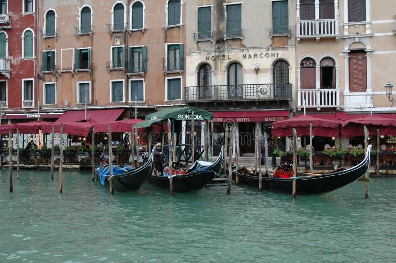 Een mening van de gondel in Venetië stock afbeelding