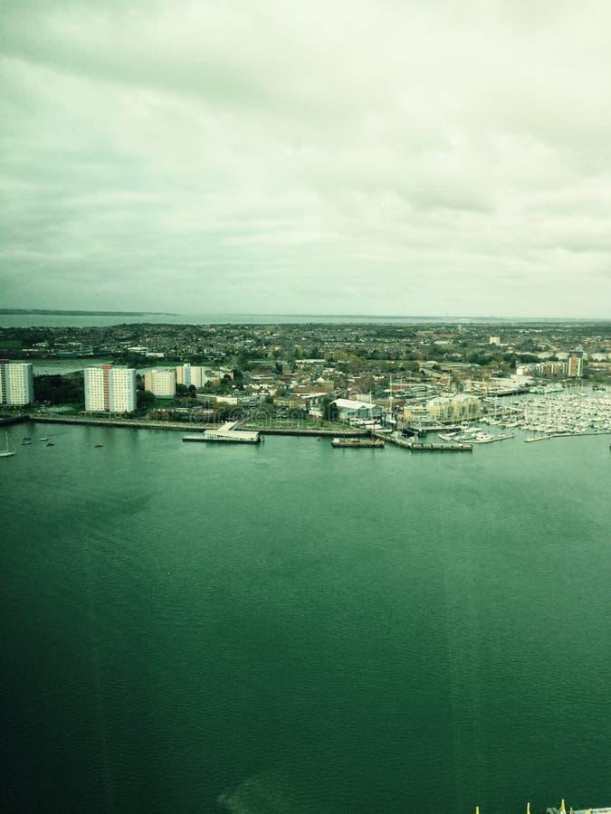 Een mening van de Haven van Portsmouth van het hoogste punt in Gunwarfe de Spinnakertoren Hampshire Engkand stock afbeeldingen