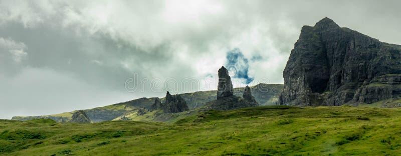 Een mening van de oude man van Storr, Eiland van Skye, Schotland stock fotografie
