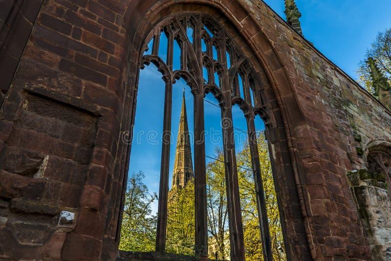 Een mening van de ruïnes van St Michaels Cathedral in Coventry, het UK royalty-vrije stock fotografie