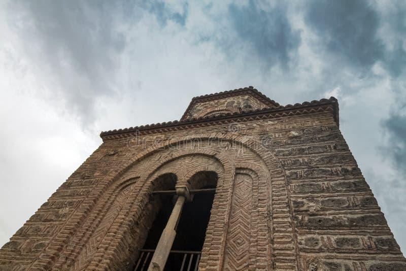 Een mening van een deel van façade van de oude kerk van St Sofia tegen de achtergrond van een schilderachtige hemel In de Oude S royalty-vrije stock foto's