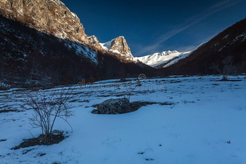Een mening van het landschap ergens in Umbrië, dichtbij Norcia stock afbeeldingen