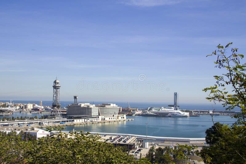 Een mening van hierboven van de zeehaven van Barcelona stock afbeeldingen