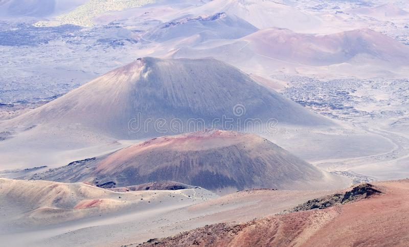 Een Mening van Kraters bij het Nationale Park van Haleakala, Maui, Hawaï stock afbeeldingen