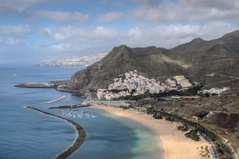 Een mening van Las-teresitasstrand, Tenerife stock afbeelding
