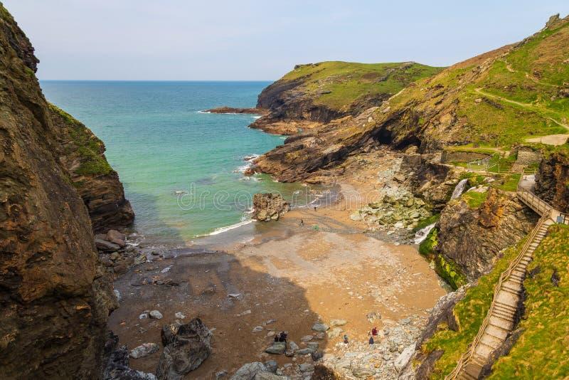 Een mening van rotsen in Tintagel in Cornwall, het UK stock fotografie