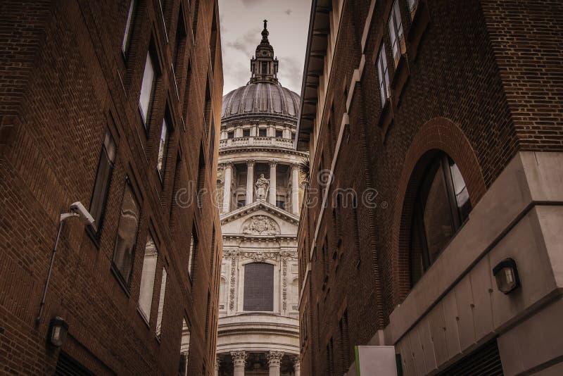 Een mening van St Paul Cathedral in Londen royalty-vrije stock foto's