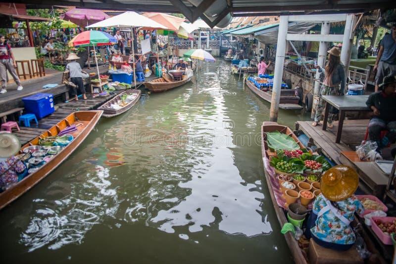 Een mening van Talingchan-het Drijven Markt in Bangkok, Thailand stock afbeeldingen