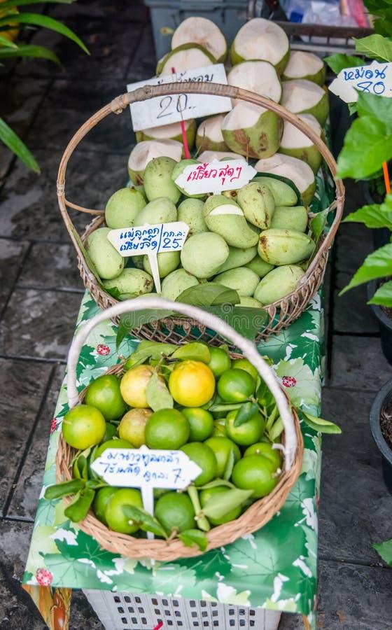 Een mening van Talingchan-het Drijven Markt in Bangkok, Thailand royalty-vrije stock foto's