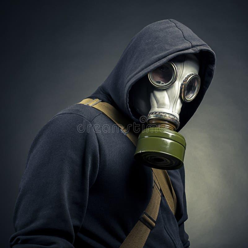 Een mens in een gasmasker royalty-vrije stock afbeeldingen