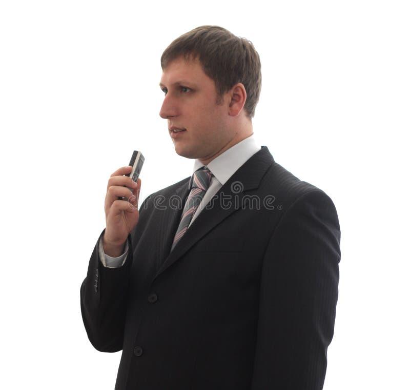 Een mens in een kostuum zegt in een digitaal stemregistreertoestel. royalty-vrije stock foto's