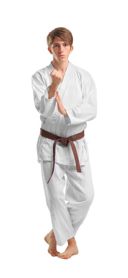 Een mens in een kimono in een het vechten houding op een geïsoleerde witte achtergrond royalty-vrije stock fotografie