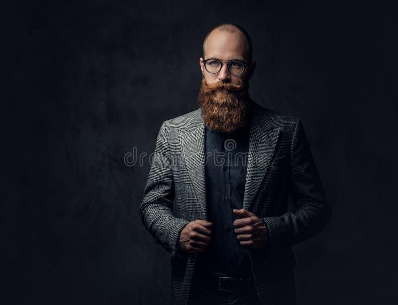 Een mens kleedde zich in een kostuum stock afbeeldingen