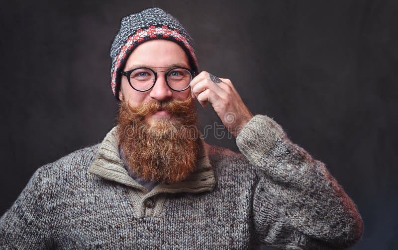 Een mens met rode baard stock foto's