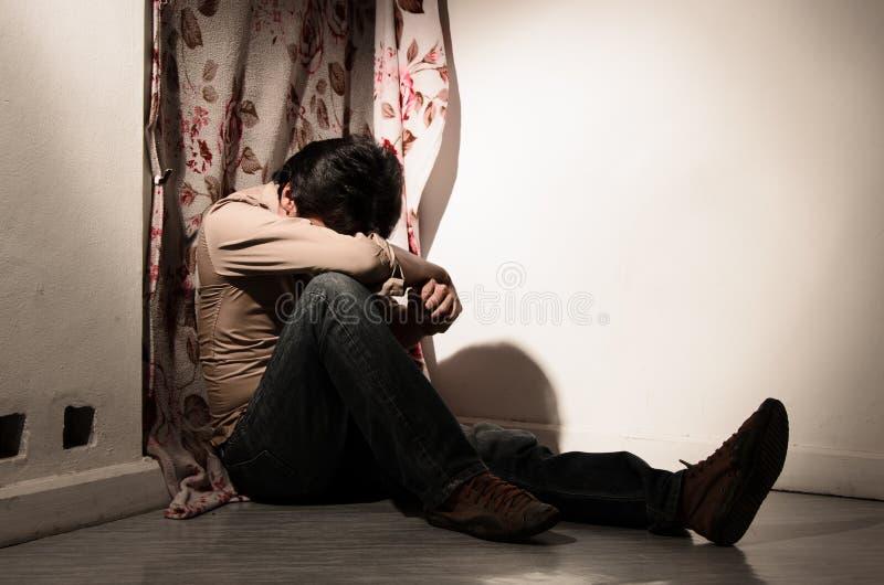 Een mens in verdriet. stock foto's