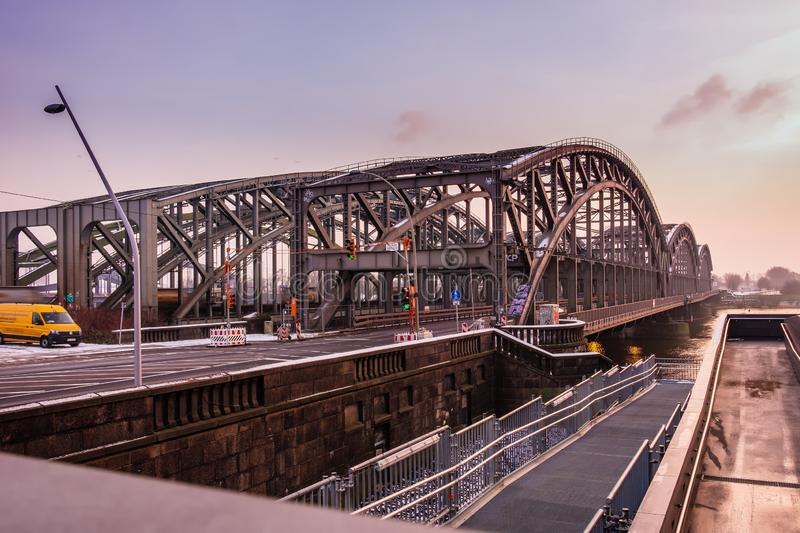 Een metaalbrug over Elbe in Hamburg 23 01 2019 royalty-vrije stock foto's
