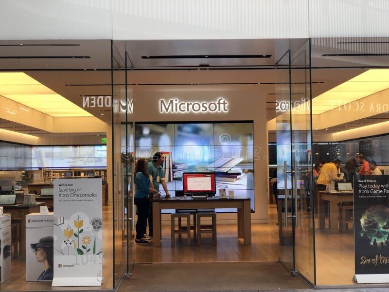 Een Microsoft-opslag in Eeuwstad stock afbeelding
