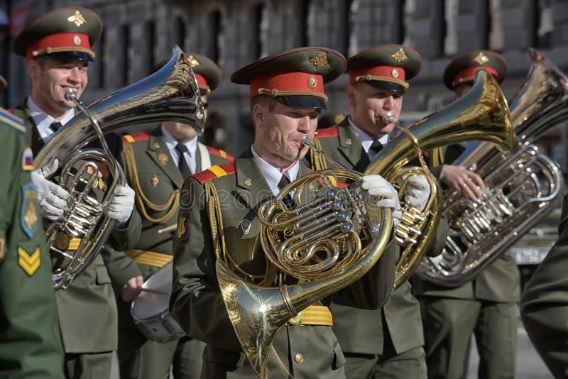 Download Een Militaire Band Bij De Parade Redactionele Foto - Afbeelding bestaande uit schoonheid, gebeurtenis: 54086736