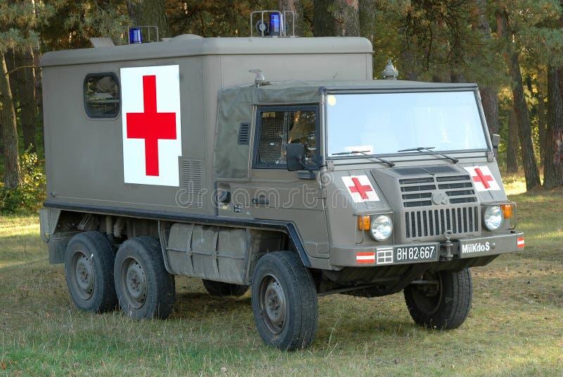 Een militaire ziekenwagen stock afbeelding